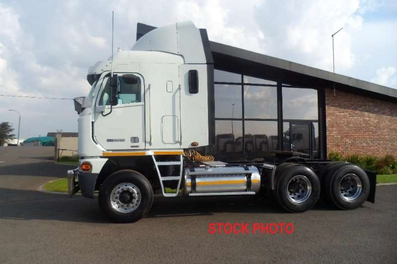 Freightliner  double axle 2014 FREIGHTLINER DETROIT 21.7 1650 Truck-Tractor