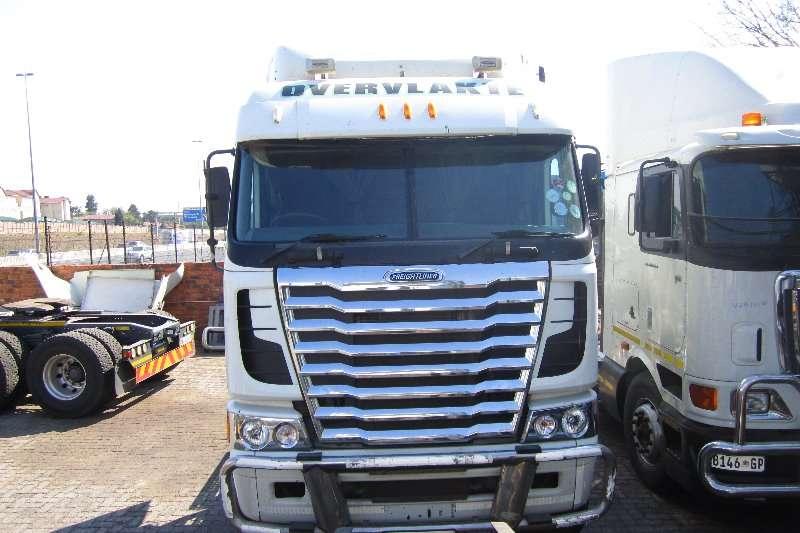 Freightliner  double axle Argosy Detroit 12.7 Truck-Tractor