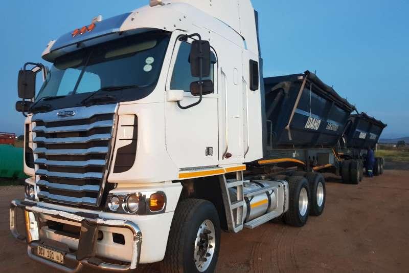 Freightliner  double axle Argosy ISX 500 Cummins Truck-Tractor