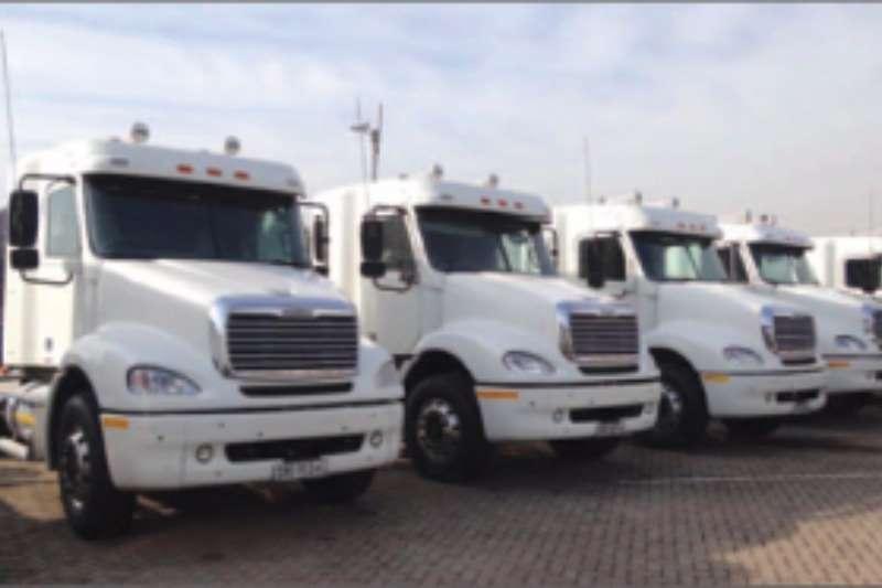 Freightliner  double axle Columbia 112 Truck-Tractor
