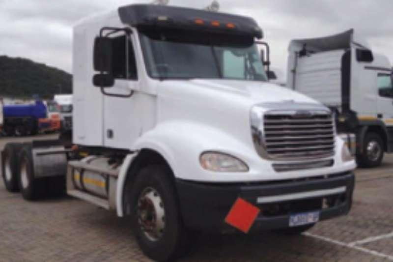 Freightliner  double axle Columbia CL 112 Truck-Tractor