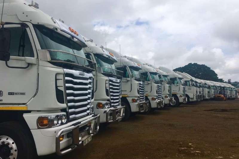 Freightliner  double axle DETROIT 12.7 1650 Truck-Tractor
