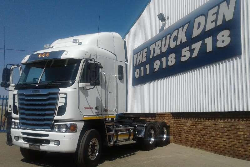 Truck-Tractor Freightliner  Double Axle FREIGHTLINER ISX 500 2014