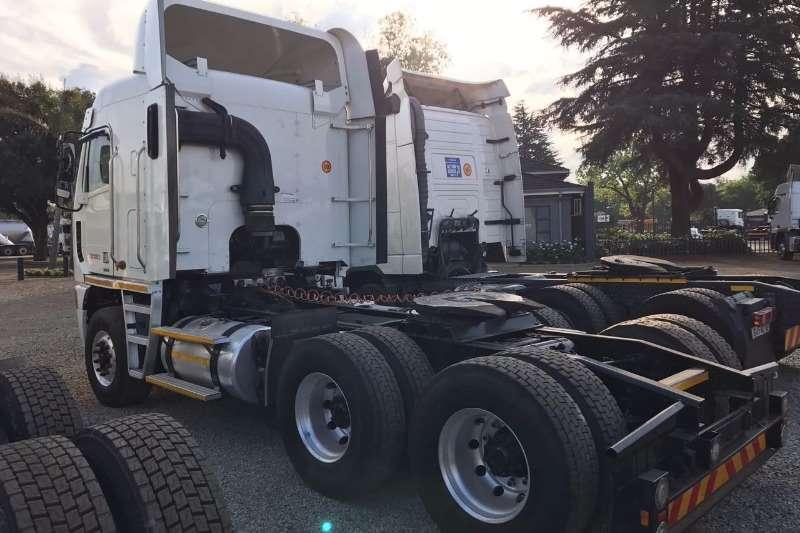 Freightliner  double axle Freightliner ISX 500 cummins Truck-Tractor