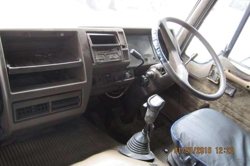 Hino  double axle 57:354 Truck-Tractor