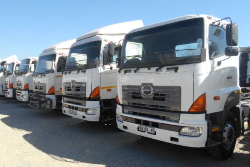 Hino  double axle 57 450 Truck-Tractor