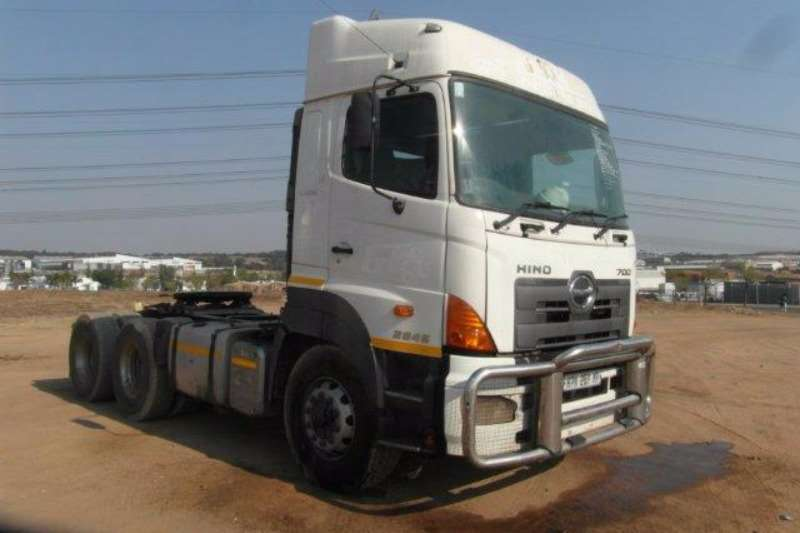 Truck-Tractor Hino  Double Axle 700 2845 6 x 4 Mechanical Horse 0