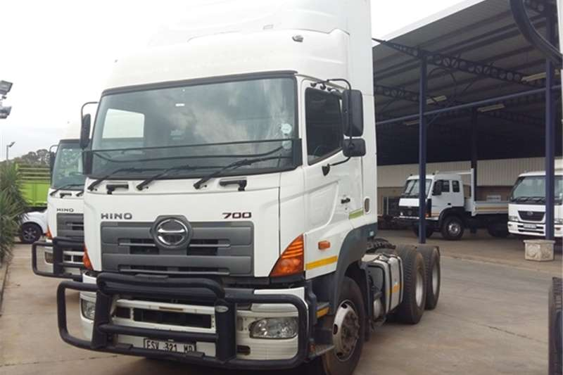 Truck-Tractor Hino  Double Axle 700 2848 DSC Air 6*4 2011