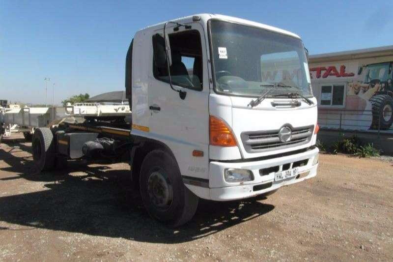 Truck-Tractor Hino Single Axle 1626 4 x 2 Truck Tractor 2007