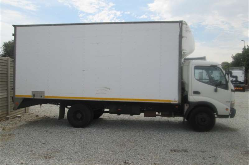 Hino Single axle 300 Series Van Body Truck-Tractor