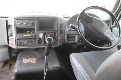 International 7600I Truck-Tractor