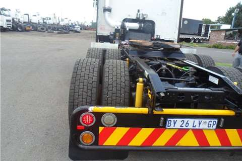 International 9800 i MIDROOF TRUCK TRACTOR Truck-Tractor