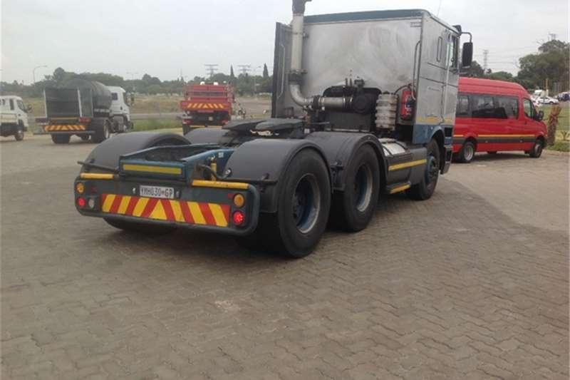 International 9800i SBA 6x4 International Truck-Tractor