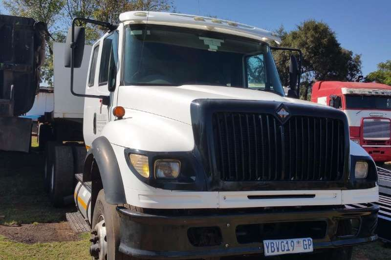International  double axle 7600 I Truck-Tractor