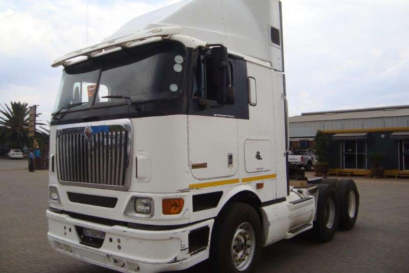 International  double axle 9800 I Truck-Tractor