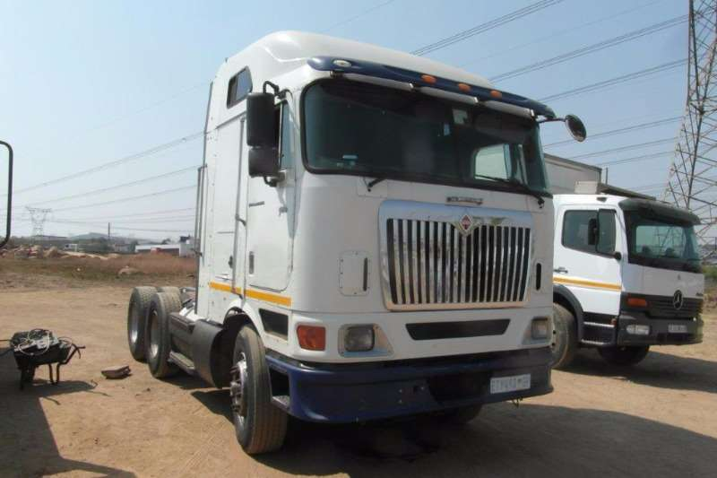 Truck-Tractor International  Double Axle 9800i 6 x 4 Mechanical Horse 0