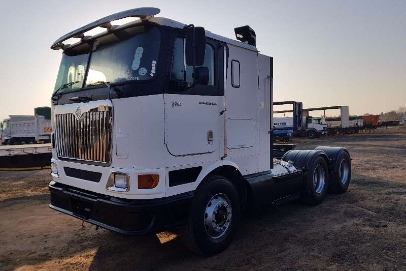 International  double axle 9800i Flatroof Truck-Tractor