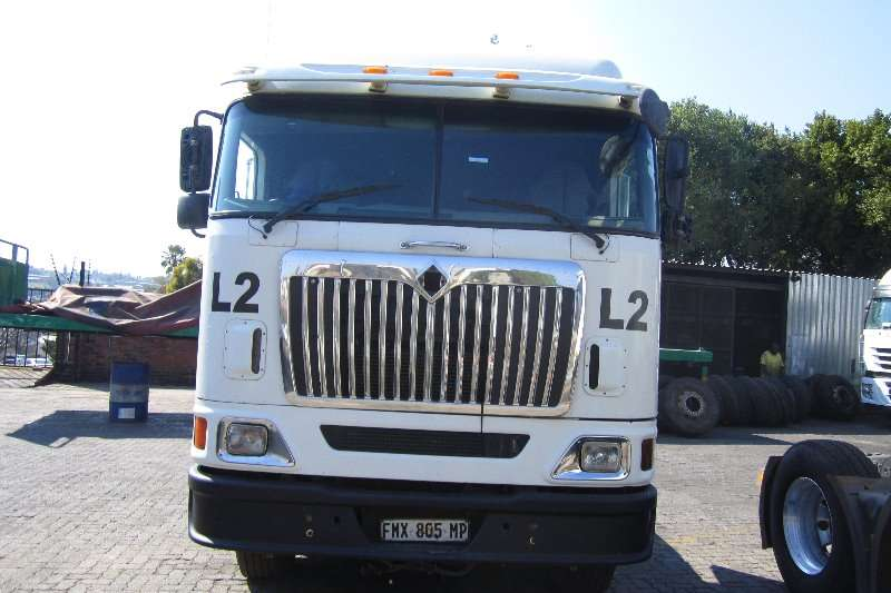 International  double axle 9800i Midroof Truck-Tractor