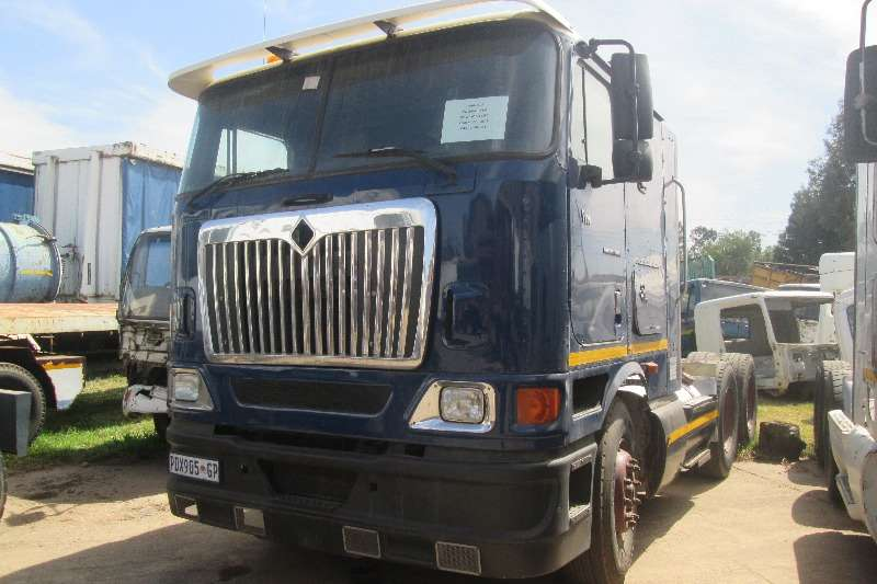 Truck-Tractor International  Double Axle 9800i Pro-Sleeper 2004