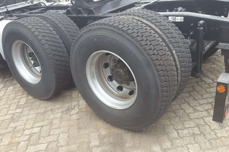 International  double axle Eagle 9800i Truck-Tractor