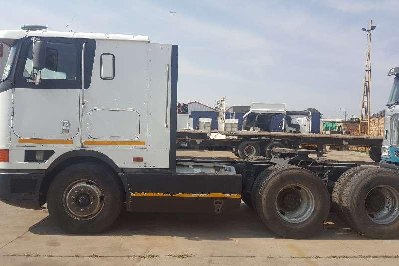 International  double axle International 9800 (6x4) N14 Cummins Truck-Tractor