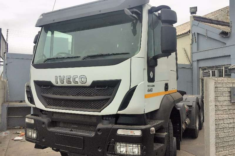 Iveco  double axle AT440T44SR Low Roof Truck-Tractor