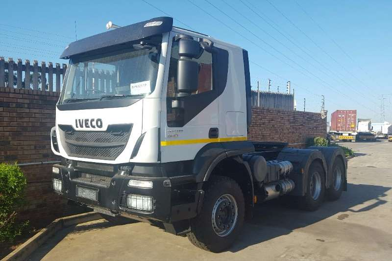 Iveco  double axle Trakker 440hp Hub Reduction Truck-Tractor