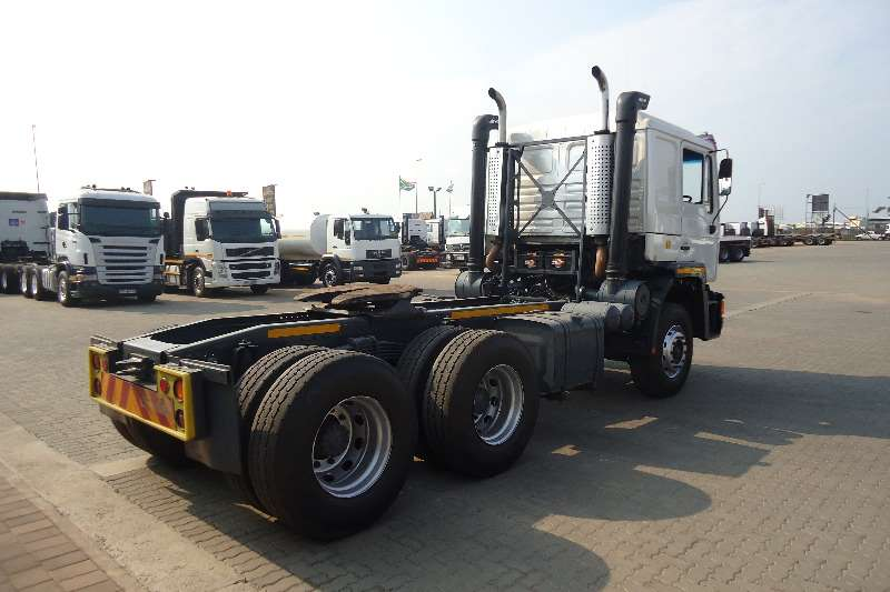 MAN  double axle F90 MAN 26.552 T/T Truck-Tractor
