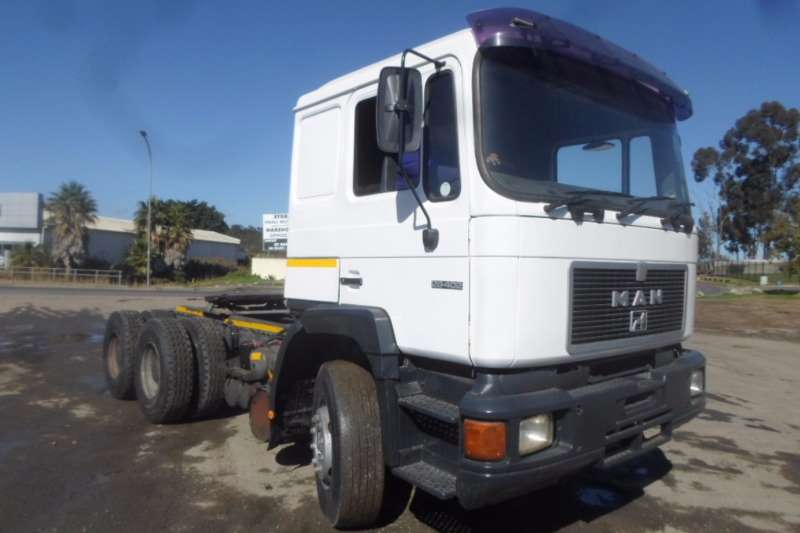 MAN  double axle MAN 26.402 F90 with Hydraulics Truck-Tractor