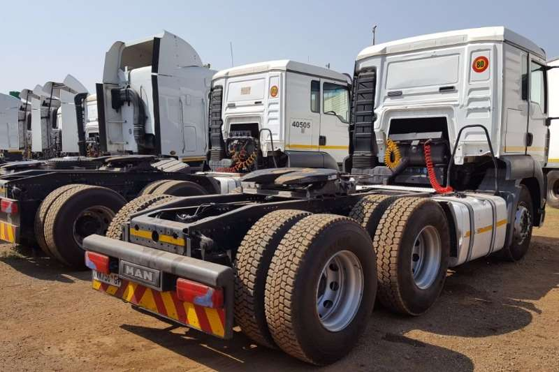 MAN  double axle MAN 28.350/390 with a lifting axle Truck-Tractor