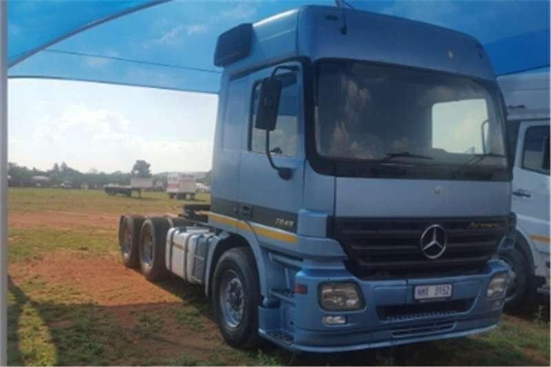 Truck-Tractor Mercedes Benz Actros  Double Axle 2648 2005