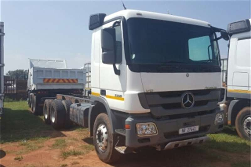 Truck-Tractor Mercedes Benz Actros  Double Axle 3350 LWB 2010