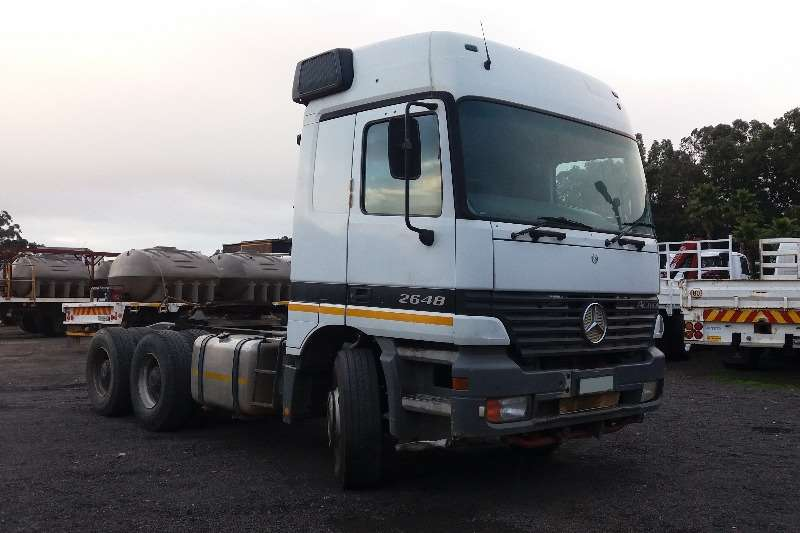 Truck-Tractor Mercedes Benz  Double Axle 26-48 2001