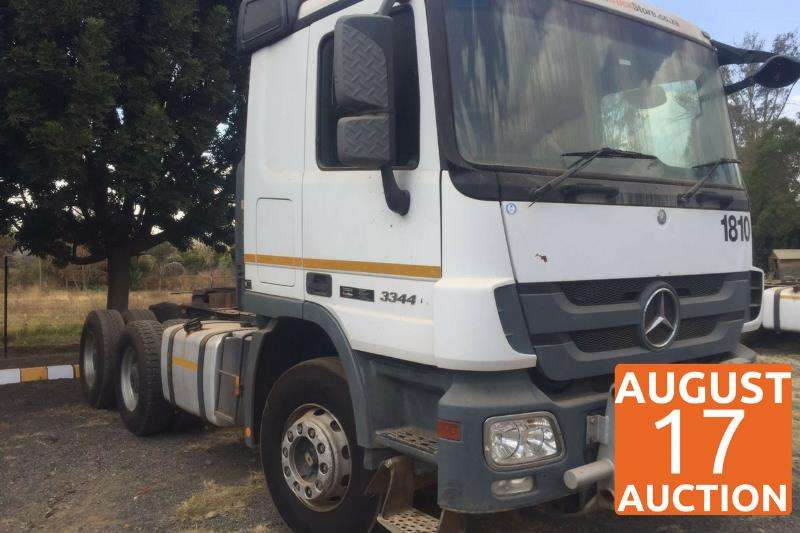 Truck-Tractor Mercedes Benz  Double Axle 3344 2011