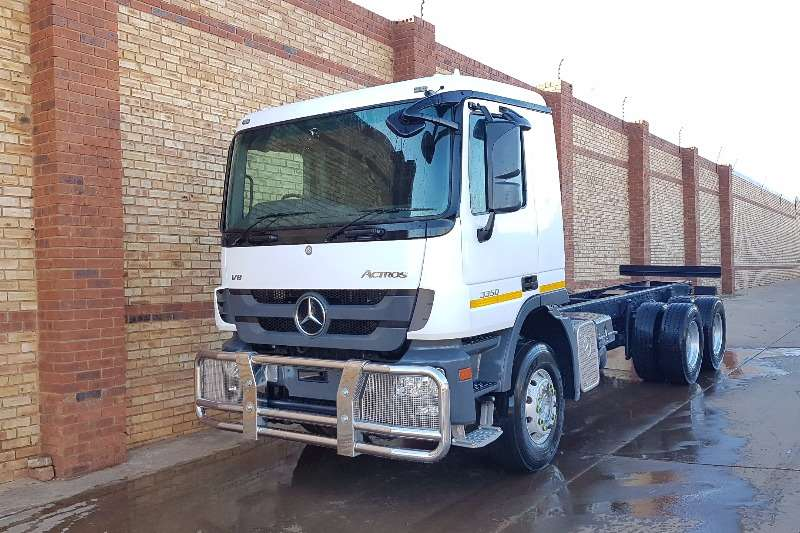 Mercedes Benz  double axle 3350 ACTROS MP3 6x4 CHASSIS/CAB F/C Truck-Tractor