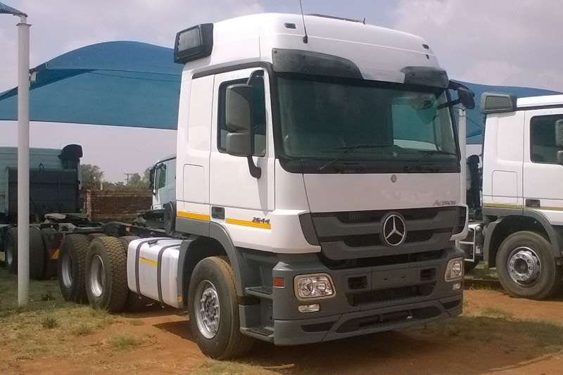 Truck-Tractor Mercedes Benz  Double Axle Actros 2644 MP3 2015