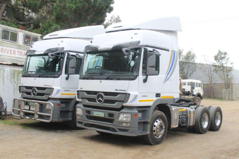 Truck-Tractor Mercedes Benz  Double Axle Actros 2654 V8 6x4 T/T 2013