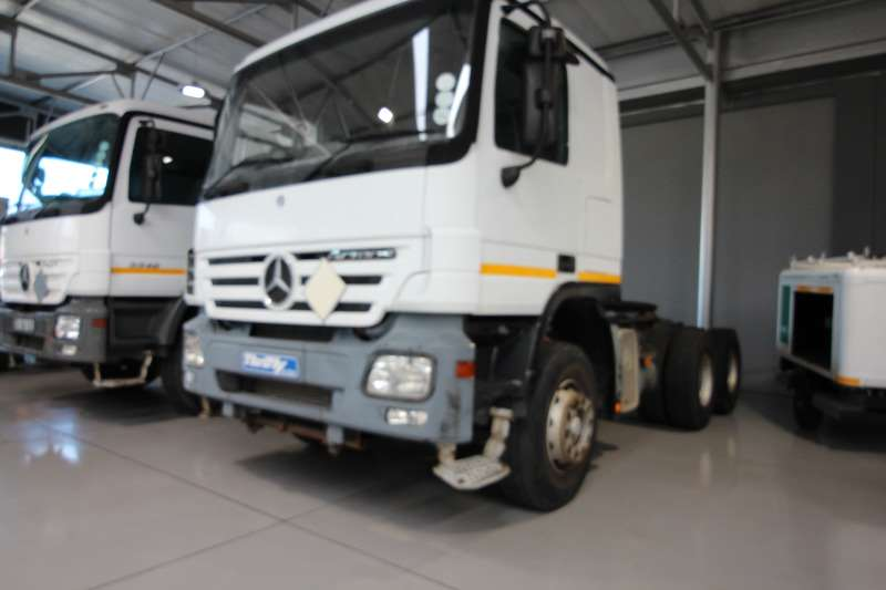Truck-Tractor Mercedes Benz  Double Axle Actros3340S 33SKD2 T/T 6x4 A/T 2007