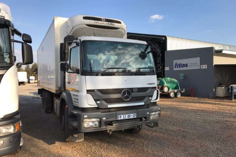 Mercedes Benz  double axle Axor 25.28 Refrigerator tag axle 6x2 T/T Truck-Tractor