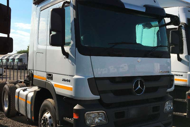 Mercedes Benz  double axle Mercedes Benz Actros 2644 Truck-Tractor