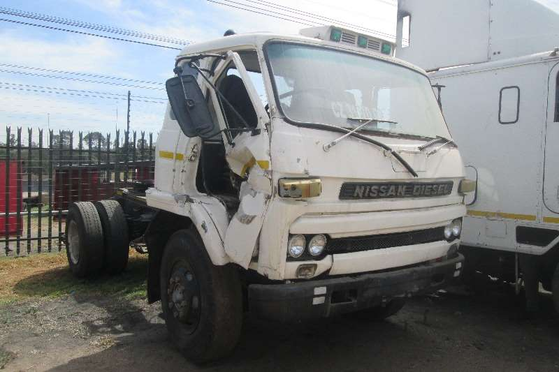 Nissan  double axle CW 40 Truck-Tractor