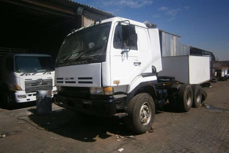 Truck-Tractor Nissan  Double Axle CW350 1998