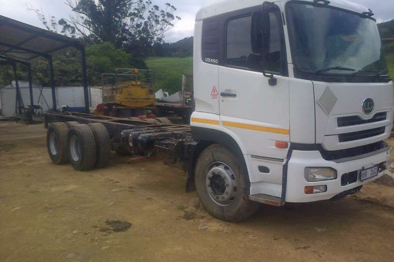 Nissan  double axle Nissan UD 460 Truck-Tractor