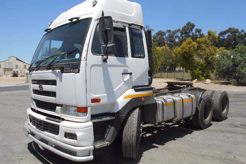 Truck-Tractor Nissan  Double Axle Nissan UD440 2006