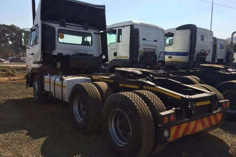 Nissan  double axle UD 440 Truck-Tractor