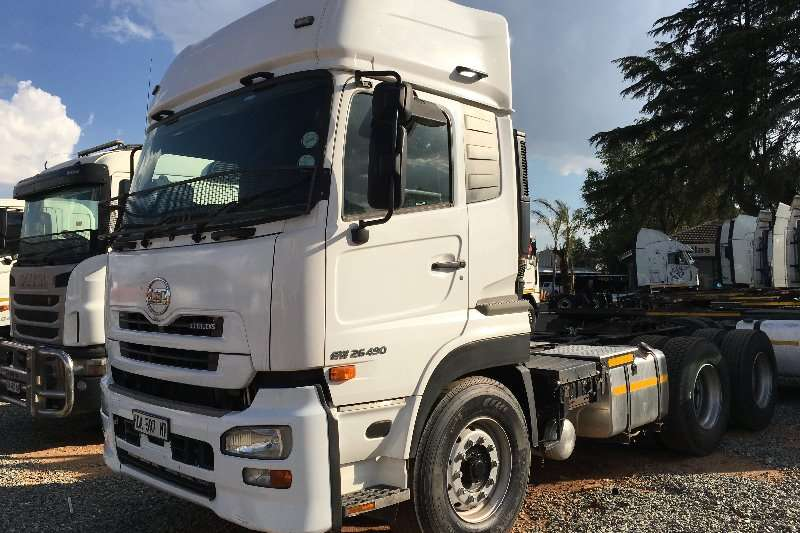 Nissan  double axle UD 490 Truck-Tractor