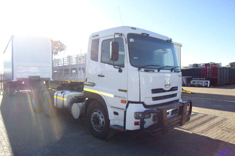 Truck-Tractor Nissan  Double Axle UD 490 QUAN 2013