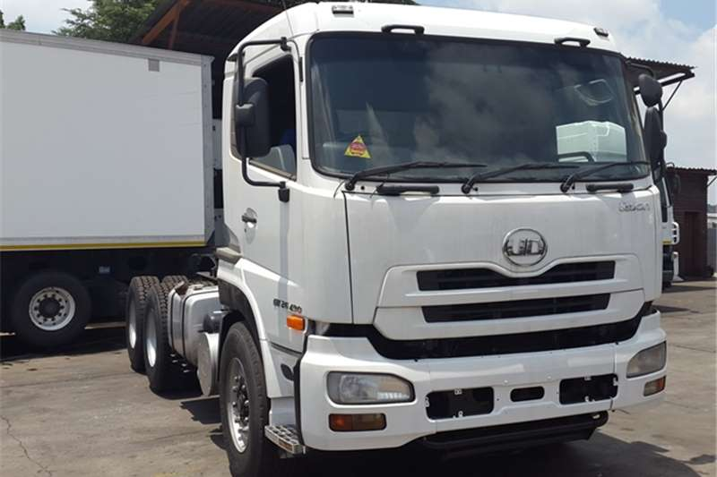 Nissan  double axle UD Quon 26.490 Truck-Tractor