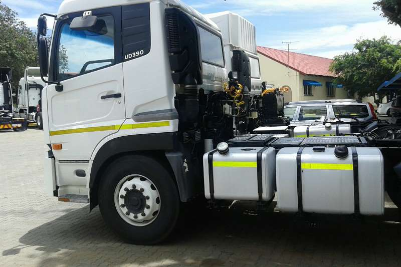 Nissan  double axle UD390 Truck-Tractor