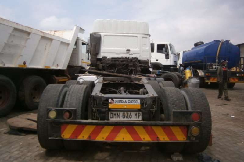 Nissan  double axle UD440 Truck-Tractor